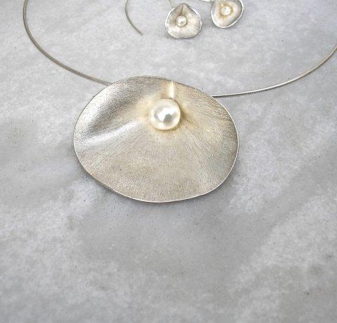Ciernes - Zilveren designhanger met pareltje. - Collier