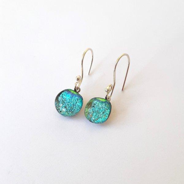 Azul Paradise - Zilveren oorbellen met dichroic glas -