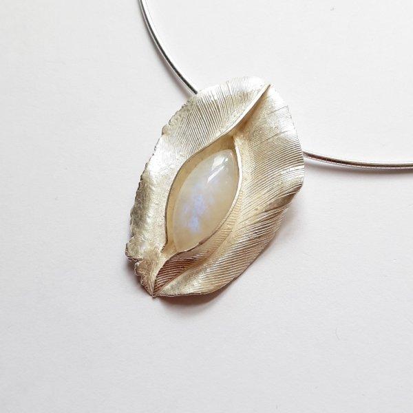 Carezza - Zilveren hanger met Maansteen -
