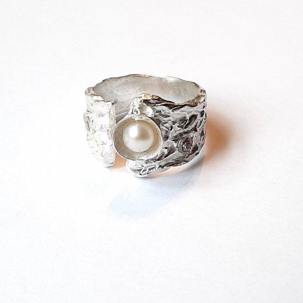 Ecorce II -  Zilveren ring met parel -
