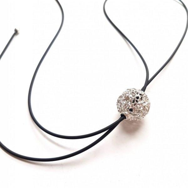 Esfera - Zilverenbol aan zwarte veter -
