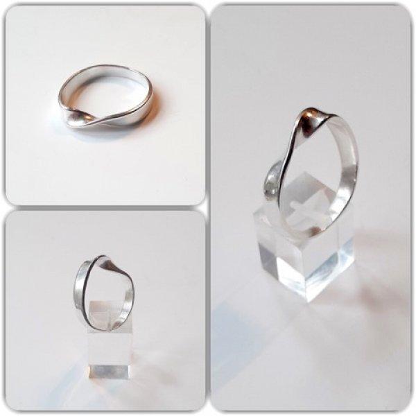 Möbius - Zilveren ring -