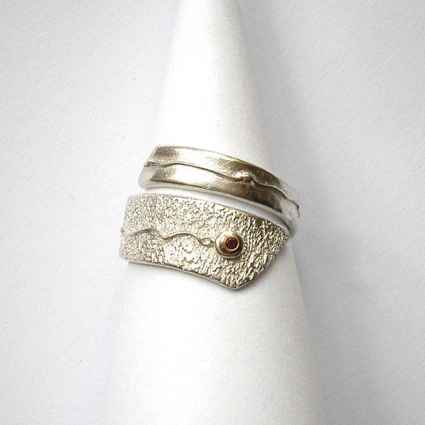 Rubisse - Zilveren ring met robijn -