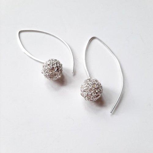 Baleares Pelota - Zilveren opengewerkte oorhangers -