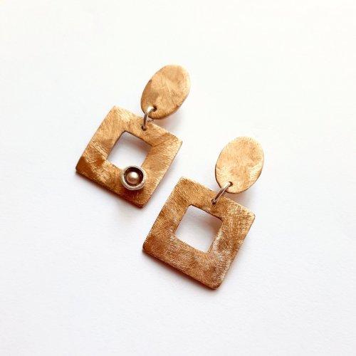 CoCo Perla - Goudkleurige oorhangers met parel -