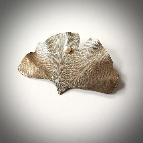 GInko met parel - Zilveren Broche -