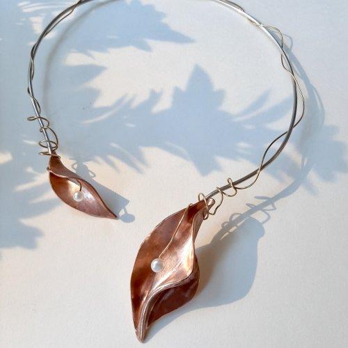 Ramoscello III- zilver collier met koperen blad -